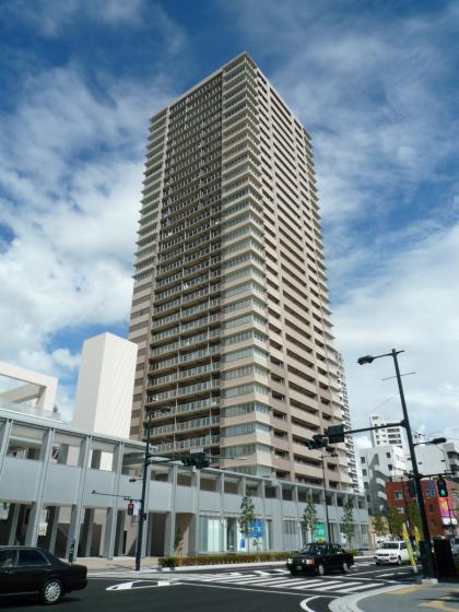 201008hiroshima_tower.jpg