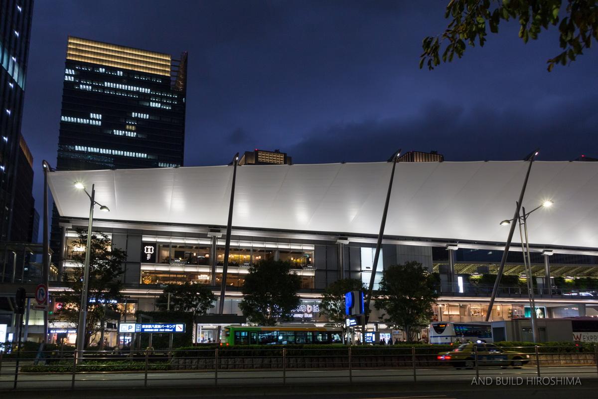 東京駅八重洲口駅前
