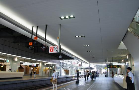 201408osakaeki-10.jpg